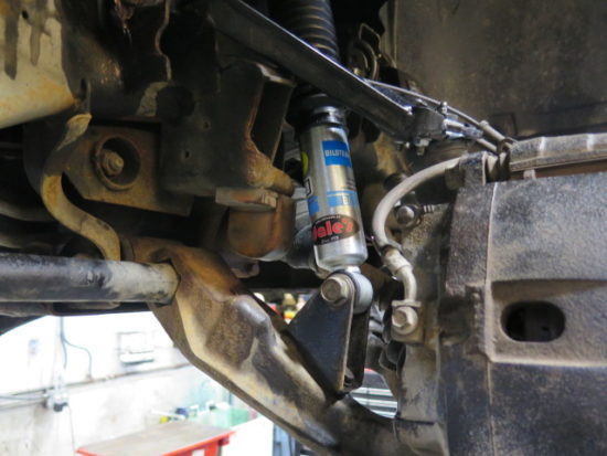 GMC 2500HD gets a TRUXXX Level off kit, Cognito UCA and Bilstein 5100